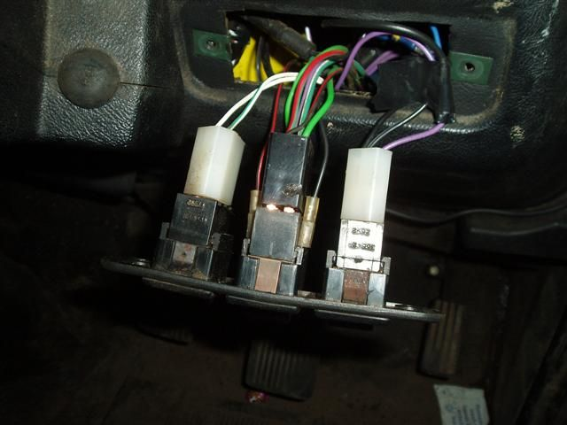 hazard switch indicators fault diagnosis defender forum the multi plug has 7 wires going into it there s also the black red trace and black wires which are connected directly to the switch body these are for